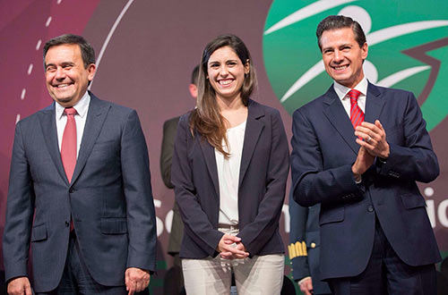 Andrea Siller founder of Bioana Sa De Cv, one of Ziptek's FDA Consultants, meeting with the President of Mexico, Enrique Pena Nieto, speaking on behalf of Mexico's global entrepreneurial efforts to globalize and introducing Ziptek LlC and Ziptek Mexico Sa De Cv with the products-knotless tissue repair and attachment solution devices.